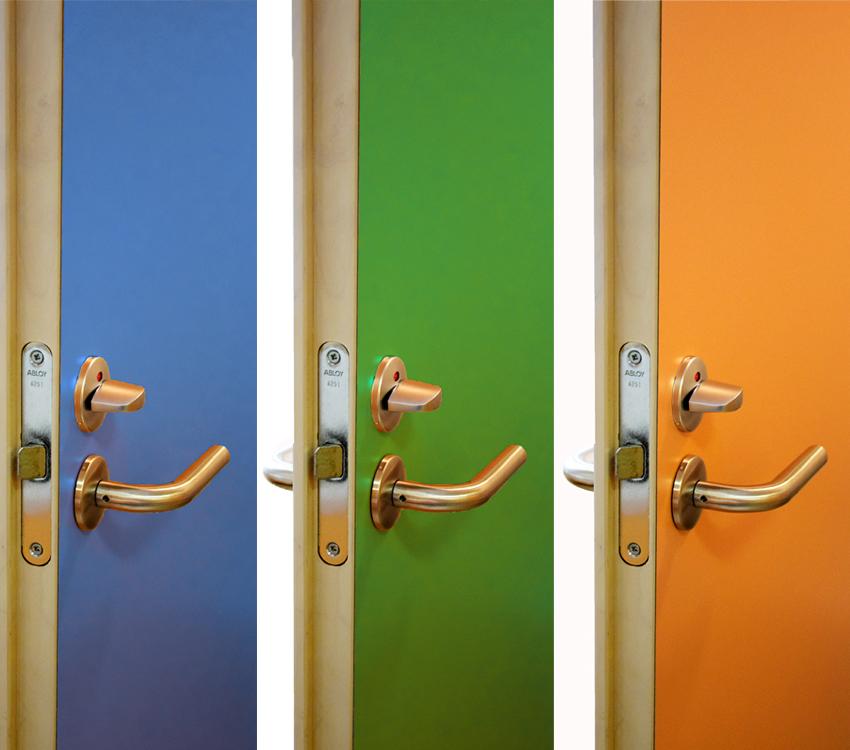 Maalipintaisiin oviin voi valita minkä tahansa sävyvaihtoehdon esim. RAL- ja NCS-värikartoista.
